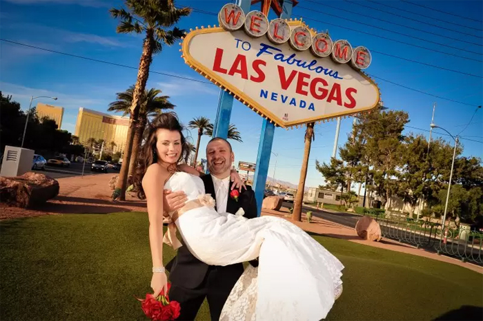 Правда что в Лас Вегасе люди женятся?